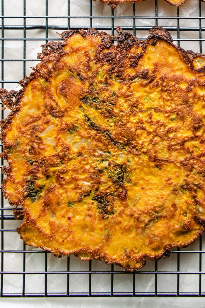 Photo shows cooling the kimchi pancake over a wire wreck before slicing