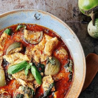 Paleo Semi-Homemade Red Curry Chicken. Whole30 Curry Chicken. Paleo Thai food. Paleo Asian food.