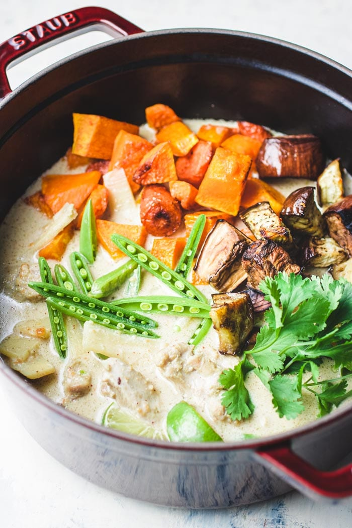 Thai Green Curry Chicken Recipe for Paleo, Whole30 and Keto easy meal prep from I Heart Umami.