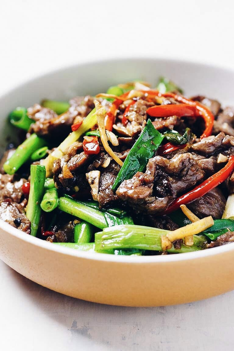 Paleo Mongolian Beef with juicy sizzling hot beef steak is gluten-free, Whole30 and Keto friendly from I Heart Umami.