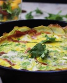 Whole30 Scalloped Potato Frittata with Mango Salsa. Crispy potato rounds layered with prosciutto and caramelized onions in silky smooth egg batter. Perfect Whole30 brunch breakfast recipe ! IHeartUmami.com