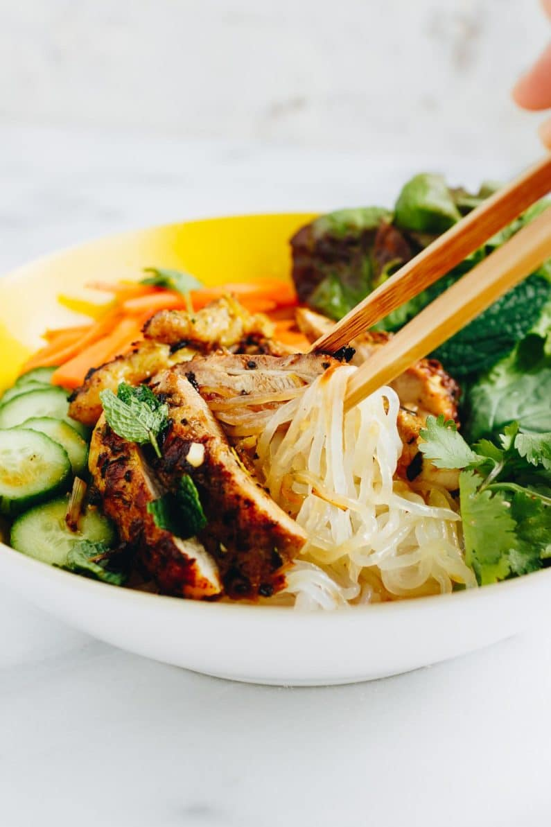 Paleo Keto Vietnamese Noodle Salad with Lemongrass Chicken (Bun Ga Nuong) with Vietnamese dipping sauce Nuoc Cham from I Heart Umami.