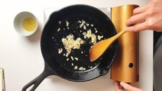 Saute garlic for stir-fried rice
