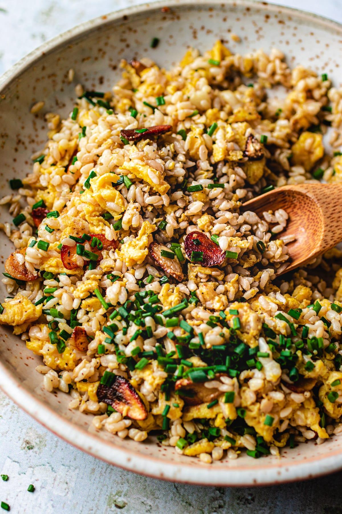 The best Keto garlic fried rice recipe with konjac shirataki rice from I Heart Umami