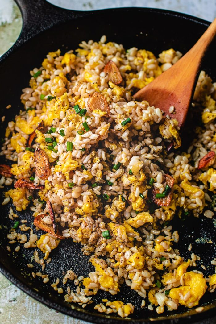 The best Keto garlic fried rice recipe with konjac shirataki rice from I Heart Umami