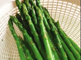 Blanch the asparagus