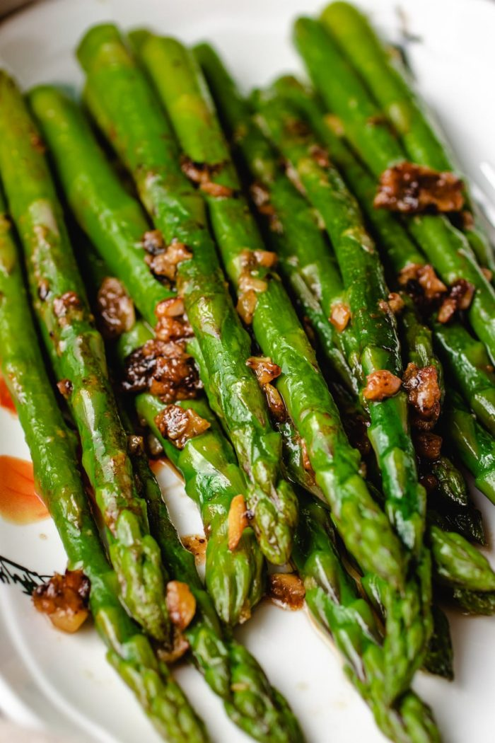 Sauteed asparagus with garlic and miso butter sauce